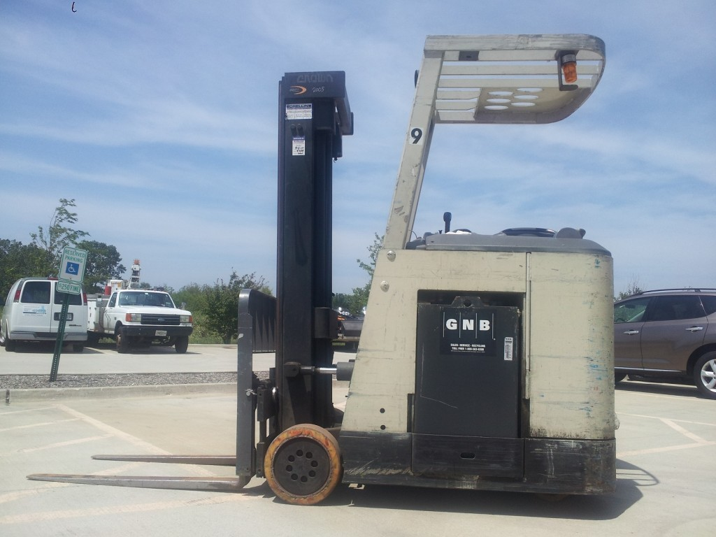 Crown RC3020-10 Stand Up Counter Balance Forklift 2005
