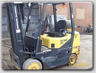 Doosan GC30E 6000lb Propane Forklift 2005 Solid Cushion Tires