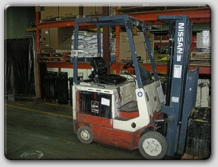 Nissan CSP01L15S 3000lb Electric Forklift 1999 Solid Cushion Tires