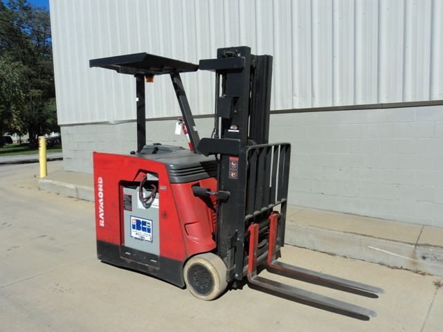 Raymond R40C40TT Counter Balance Stand Up Rider Electric Forklift 2005