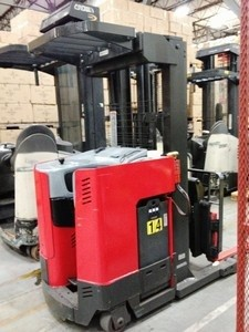 Raymond EasiDR25TT Double Reach 2500lb Electric Forklift 2001 Low Triple Mast