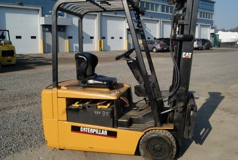 Caterpillar EP18KT 3-Wheel Electric 3500lb Sit Down Rider Forklift 2004 Triple Mast