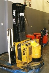 Yale MSW030 3000lb Electric Walkie Straddle Stacker Truck 1999