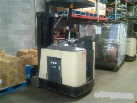 Crown RC3020-30 Counter Balance Electric Stand Up Rider Forklift 2003