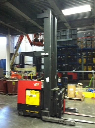 Raymond EASI-DR30TT-B 3000lb Electric Double Reach Forklift 2005