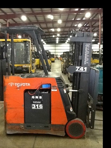 Toyota 7BNCU20 Electric 4000lb Stand Up Rider Counterbalanced Forklift 2010