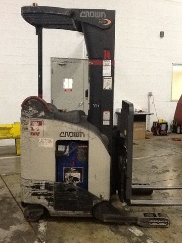 Crown RR5210-35 Electric Rider Reach Forklift 2007