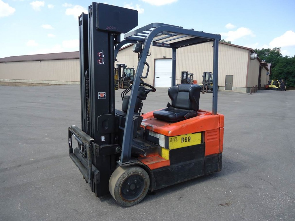 Toyota 7FBEU15 3-Wheel Electric Forklift With 240″ Quad Mast 2004