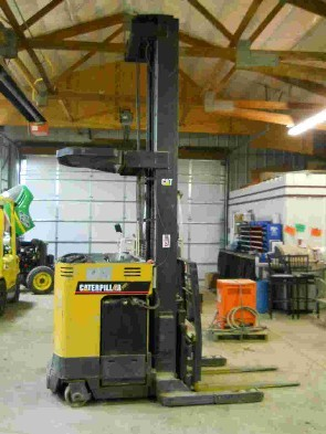 Caterpillar NRR40 Electric 4000 Pound Rider Reach Forklift 2000