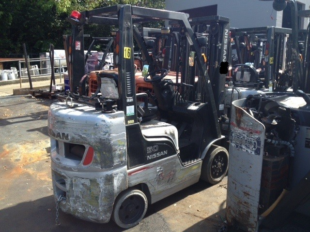 Nissan MCP1F2A25LV 5000 Pound Propane Solid Tire Forklift 2010