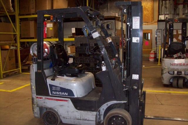 Nissan CF35 3500 Pound Cushion Tire Propane Forklift 2007