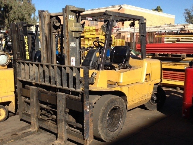 Caterpillar DP50K 5.5 Ton Pneumatic Tire 11,000lb Diesel Forklift 2005 With Container Mast