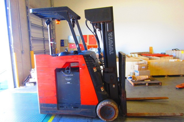 Toyota 7BNCU20 4000lb Rider Stand Up End Control Counter Balance Electric Forklift 2010