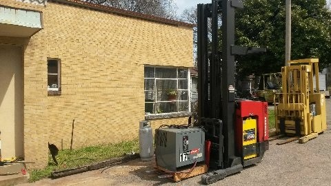 Raymond EASI R40TT 4000lb Electric Stand Up Rider Reach Forklift 2002