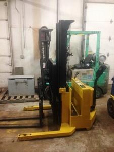 Yale MSW030 Electric Walk Behind Straddle Stacker 3000lb