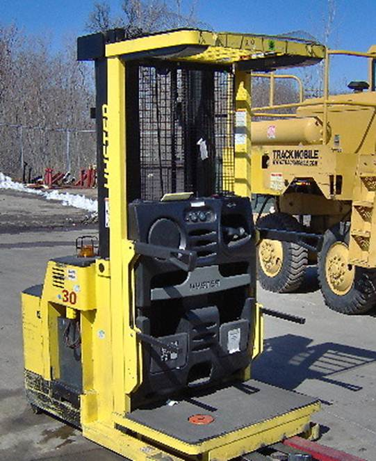 Hyster R30XMS2 3000lb Electric Rider Order Picker Forklift 2004