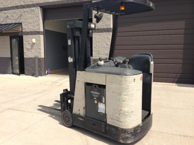 Crown RC3020-30 3000lb Electric Stand Up Rider Counter Balance Forklift 2003