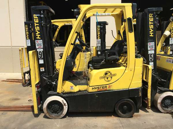 Hyster S35FT 3500lb Solid Tire Propane Forklift 2010