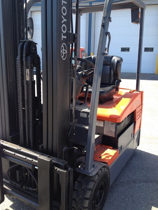 Toyota Forklifts 7FBE15 3-Wheel Sit Down Rider Electric 3000lb Forklift 2009