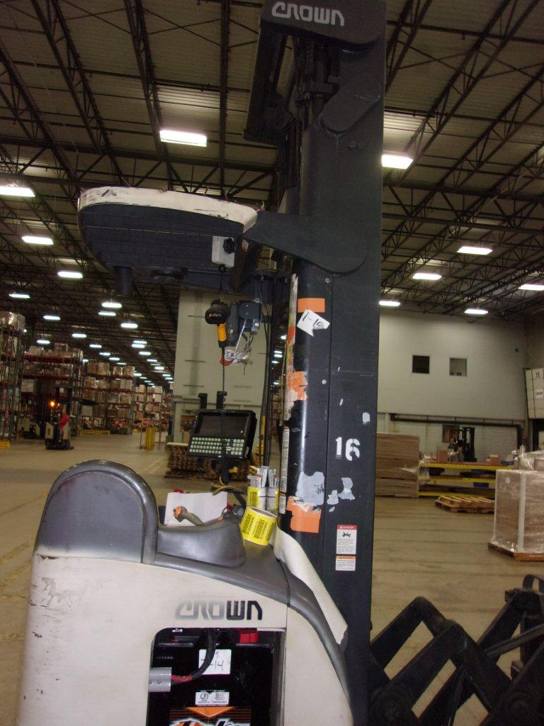 Crown Forklifts RD5020-30 3000lb Electric Rider Double Reach Forklift 1999