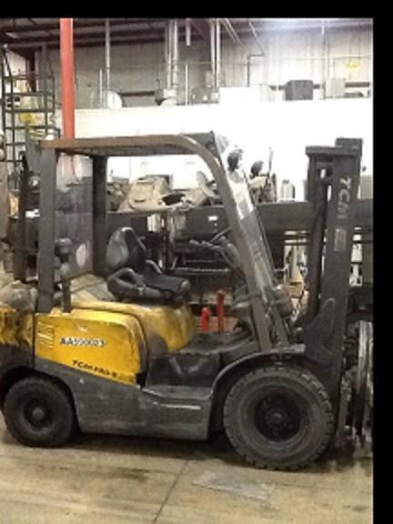 TCM Forklifts FD25T3 5000lb 2.5 Ton Pneumatic Tire Diesel Forklift 2008