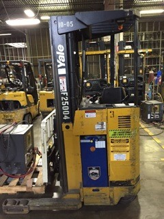 Yale Forklifts NR040AEN 4000lb Electric Rider Reach Forklift 2006