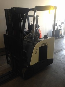 Crown Forklifts RC5530-30 3000lb Counter Balance Electric Stand Up Rider End Control Forklift 2009