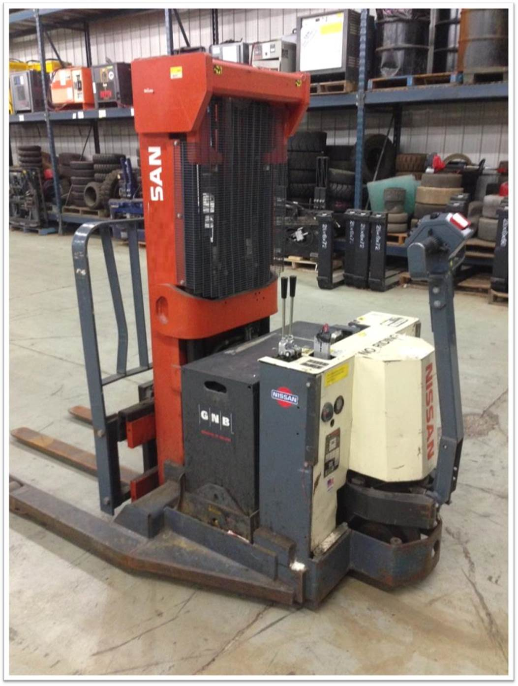 Nissan Forklifts WSN-40-TTH 4000lb Electric Walk Behind Straddle Stacker Truck 2004
