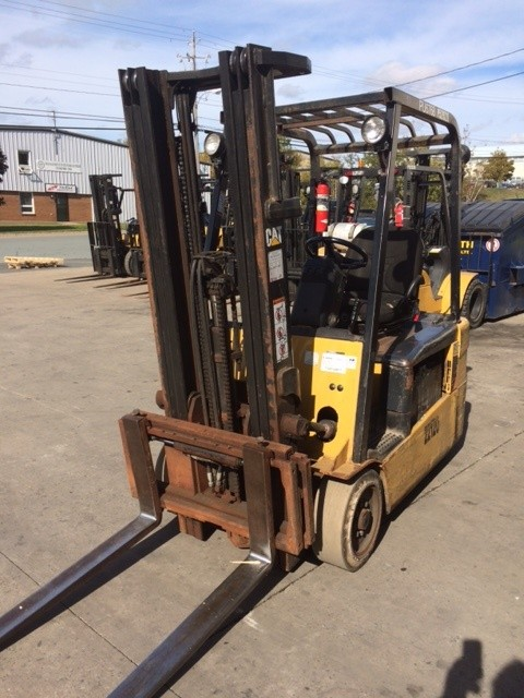 Caterpillar Forklifts ET4000 3-Wheel Electric Sit Down Rider 4000lb Forklift 2008