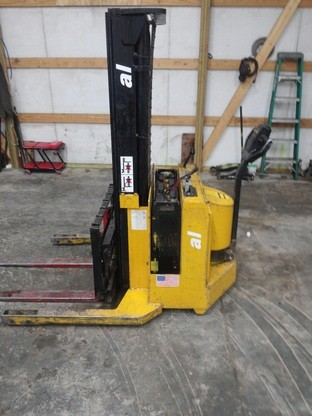 Yale Forklifts MSW030 3000lb Electric Walk Behind Straddle Stacker Truck 2000