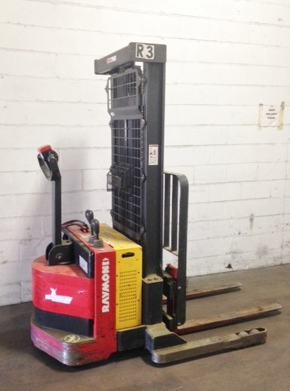 Raymond Forklifts RSS40 4000lb Electric Walk Behind Straddle Stacker Truck 2008
