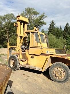 Caterpillar Forklifts V250B 12.5 Ton 25,000lb Pneumatic Tire Diesel Forklift 1990