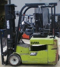 Clark Forklifts TMX17 3-Wheel Sit Down Electric 3500lb Forklift 2005