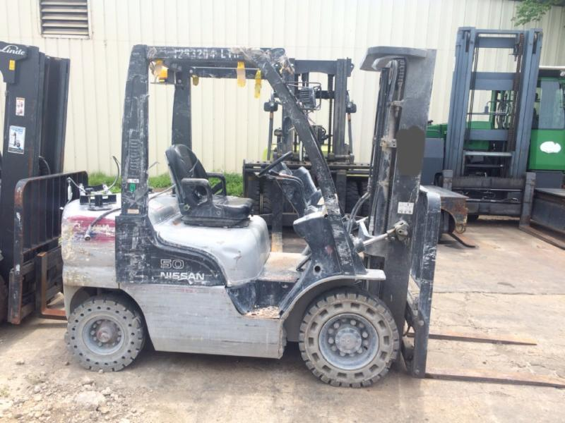 Nissan Forklifts MP1F2A25LV 5000lb Pneumatic Tire Propane Forklift 2008