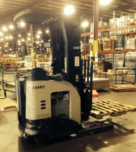Crown Forklifts RD5225-30 Electric Stand Up Rider 3000lb Double Reach Forklift 2006