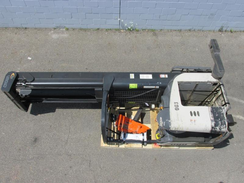 Crown Forklifts RR5225-45 Electric Stand Up Rider 4500lb Reach Forklift 2005