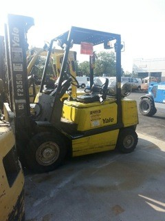 Yale Forklifts GLP050RG 5000lb Pneumatic Tire Propane Forklift 2008