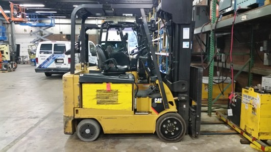 Caterpillar Forklifts E6000 6000lb Sit Down Rider Quad Mast Electric Forklift 2010