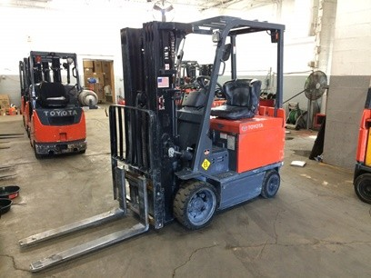 Toyota Forklifts 7FBCU25 5000lb 4 Wheel Sit Down Rider Electric Forklift 2010