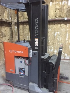 Toyota Forklifts 7BDRU18 3500lb Electric Stand Up Rider Double Reach Forklift 2005