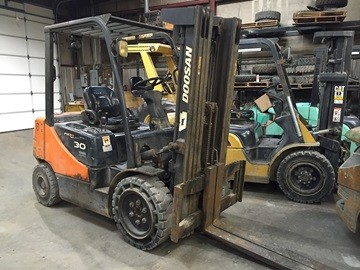 Doosan Forklifts D30S-5 Diesel 6000lb Pneumatic Tire Forklift 2008