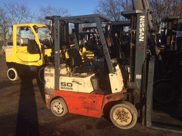 Nissan Forklifts JC50 Sit Down Rider Cushion/Solid Tire 5000lb Propane Forklift 2000
