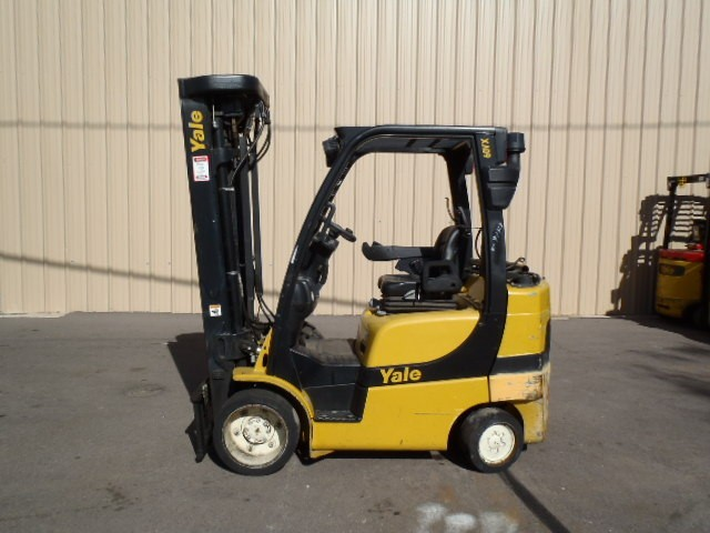 Yale Forklifts GLC060VXN Cushion/Solid Tire 6000lb Propane Forklift 2011