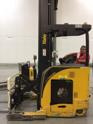 Yale Forklifts NRO45EANL36TE157 Electric Rider Reach 4500lb Forklift 2007
