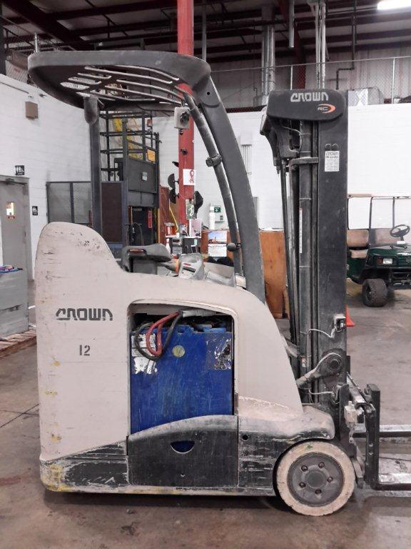 Crown Forklifts RC5535-35 Electric Stand Up Rider Counter Balance 3500lb Forklift 2011
