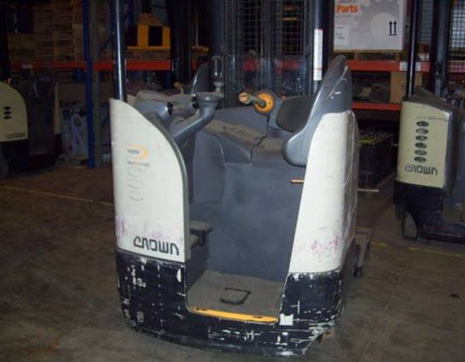 Crown Forklifts RR5285S-45 Electric 4500lb Stand Up Rider Reach Forklift 2007