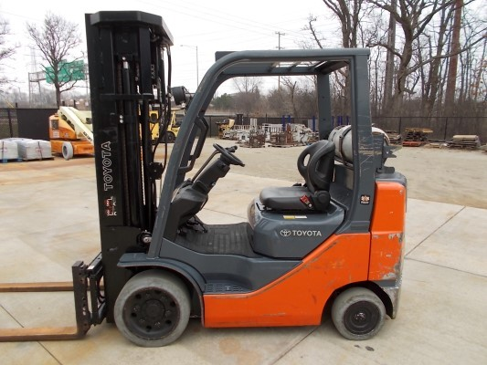 Toyota Forklifts 8FGCU25 Solid Cushion Tire 5000lb Propane Forklift With Quad Mast 2013