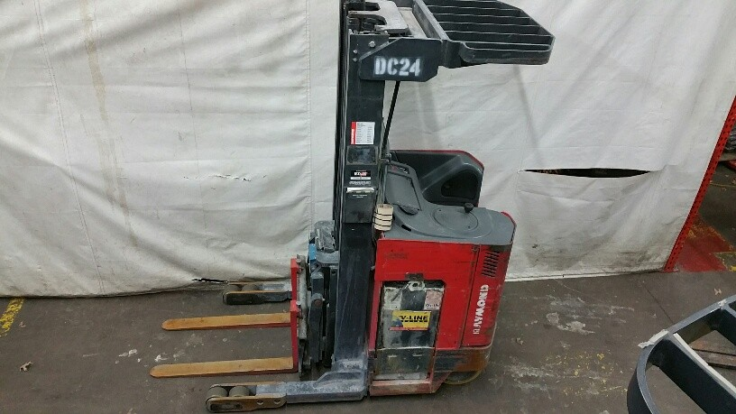 Raymond Forklifts EasiR35TT Stand Up Electric Rider 3500lb Reach Forklift 2008
