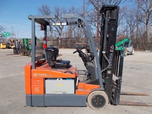 Toyota Forklifts 7FBEU20 3-Wheel Electric Sit Down Rider 4000lb Forklift 2011