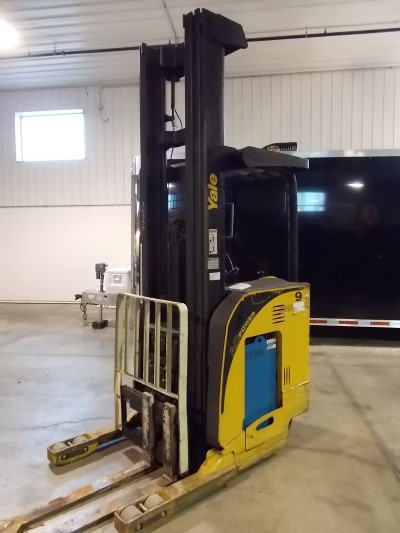 Yale Forklifts NR035EANL36TE125 3500lb Stand Up Rider Electric Reach Forklift 2006